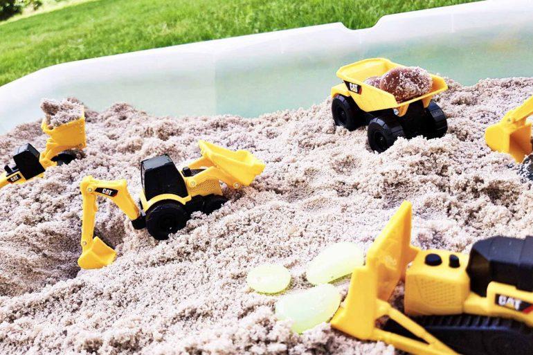 do it yourself sandkasten f r kleine kinder mit baggern. Black Bedroom Furniture Sets. Home Design Ideas