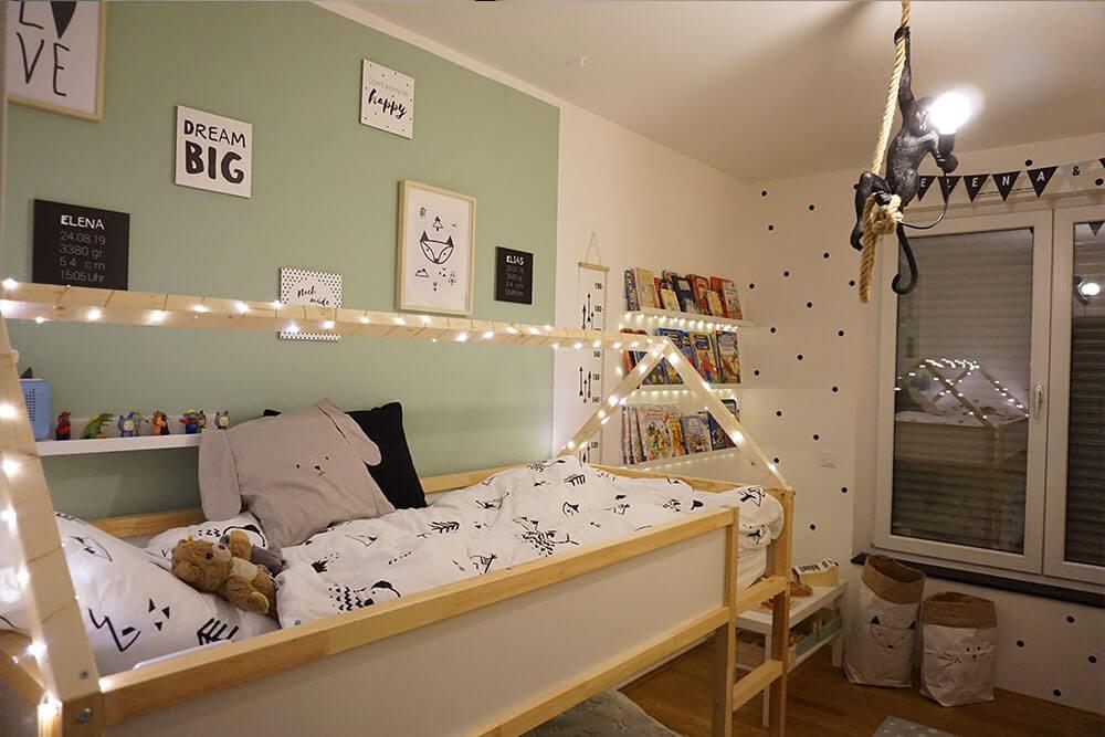 Kinderzimmer Einrichtung Lichterkette Hausbett