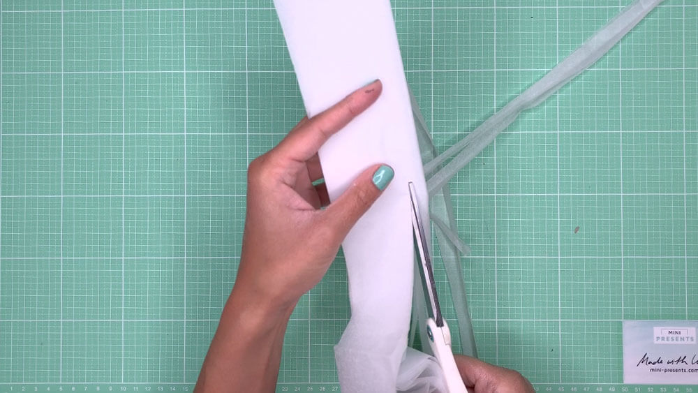 Seidenpapier schneiden Geldgeschenk zur Hochzeit