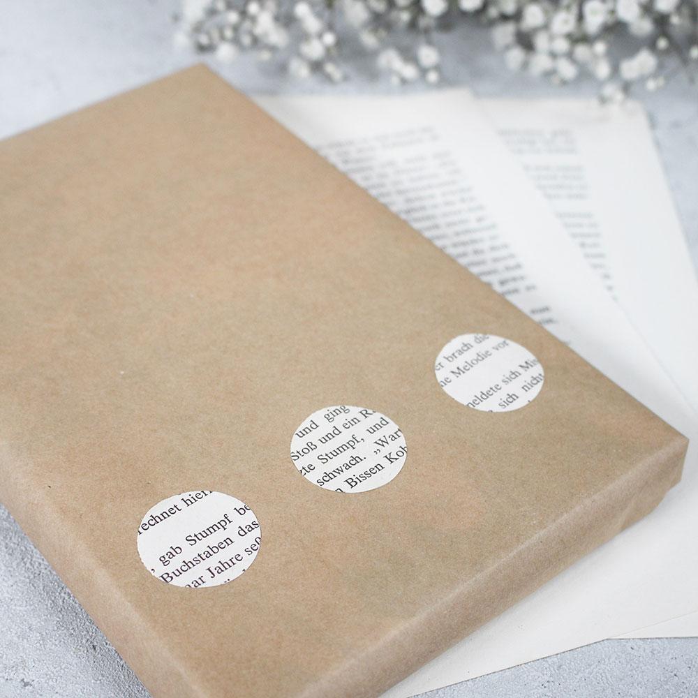 Upcycling Geschenkverpackung aus alten Buchseiten